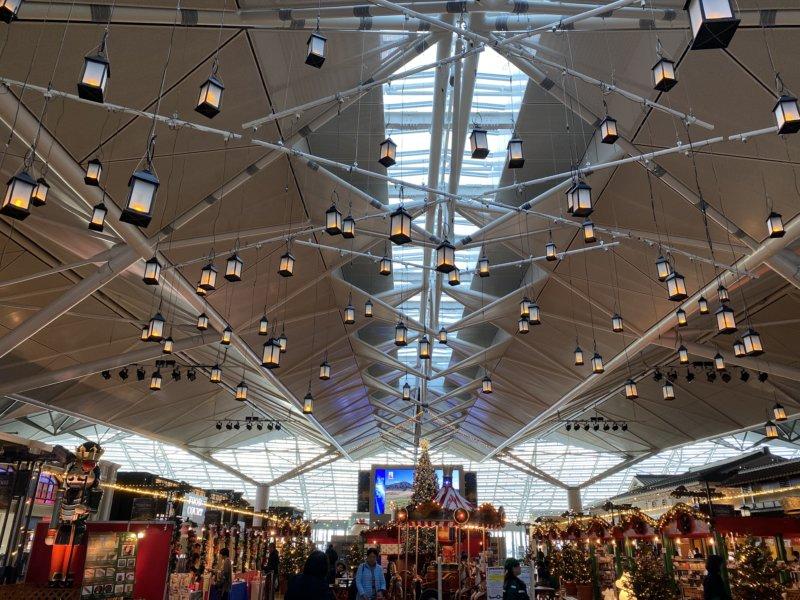 最近の空港は食事に買い物、そして温泉まである魅力的な観光スポット!