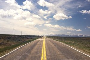 イメージ画像:続く道