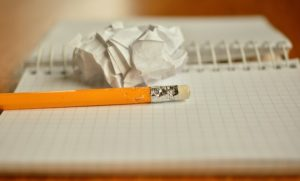 画像:ペンと紙