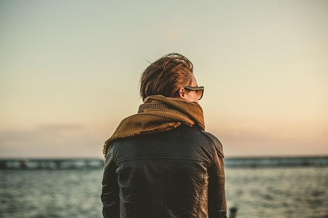 自分のコンプレックスや 境遇に苦しみながらも、 前を向こうと必死にもがき苦しむ人への 暖かな眼差し。
