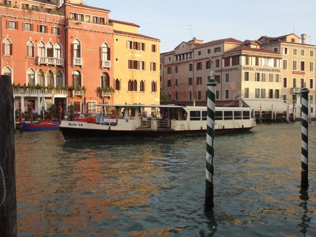 """ヴェネツィア 水上バス<a href=""""https://www.photo-ac.com/profile/43626"""">acworks</a>さんによる<a href=""""https://www.photo-ac.com/"""">写真AC</a>からの写真"""