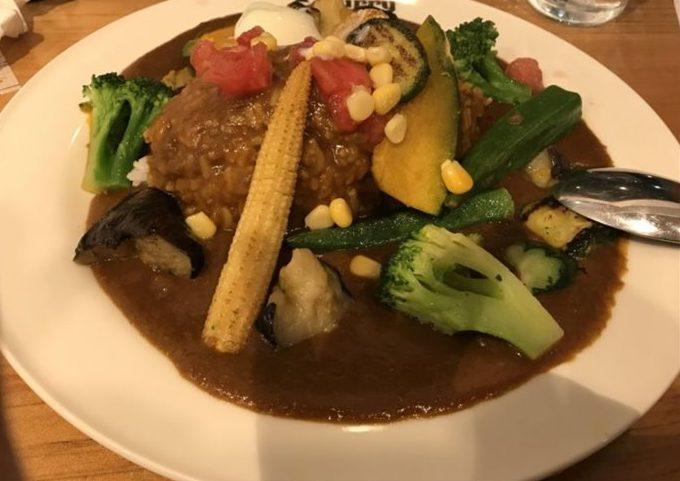 夕食は元町でカレーを食べました。カレーうまし(^^)