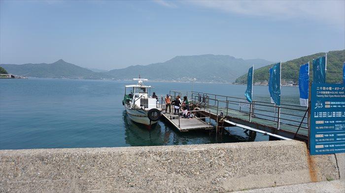 映画村から対岸のオリーブが丘への渡し船
