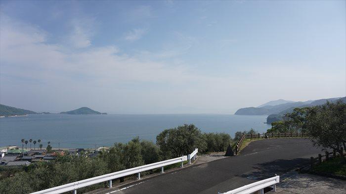 オリーブ公園より瀬戸内海を見る。かなり登ったところにて撮影