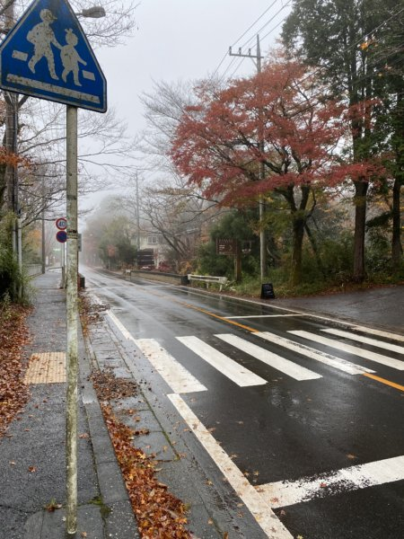 箱根リトリートföre(フォーレ)の入り口。ちょっとわかりづらいですが木の看板あります。