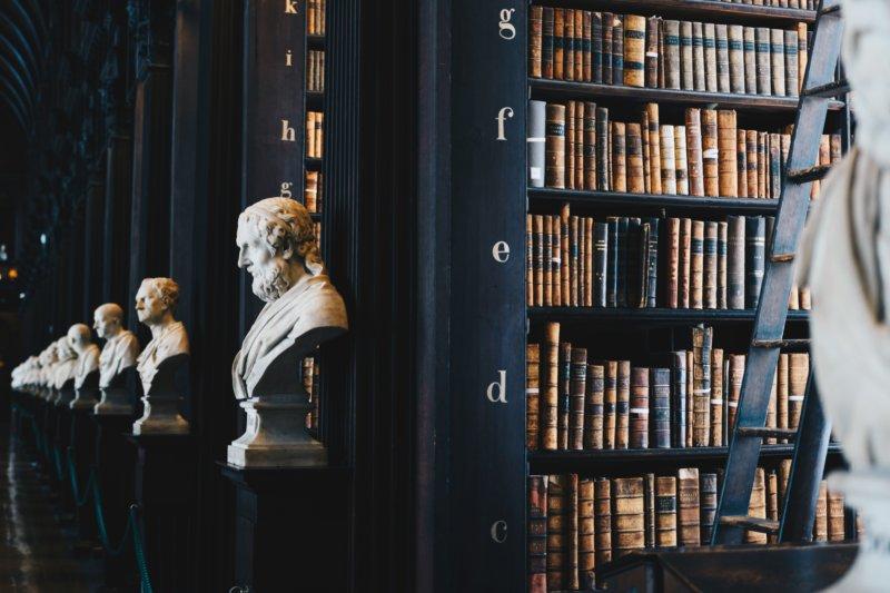 ソフィーの世界/ヨースタイン・ゴルデル著 哲学者の歴史とともに 振り返っていく 哲学史と哲学書の入門書