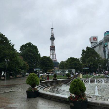雨の札幌テレビ塔もオツですな