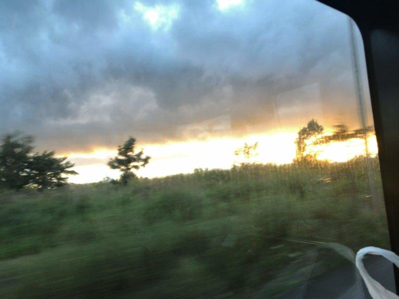 最終日の新千歳空港行きのバスから見えた夕日。とても美しかった