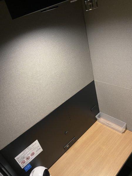 個室のワークスペースは防音しっかりで静か。落ち着く