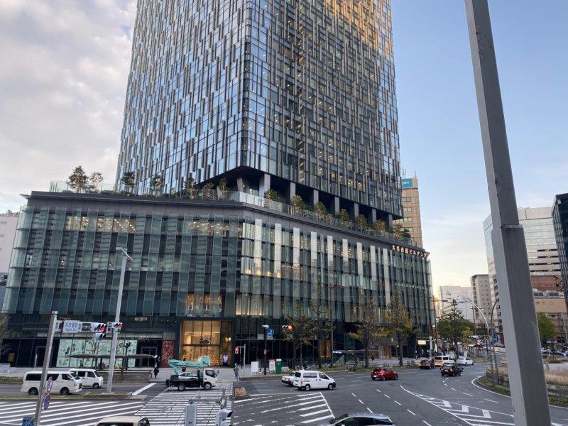 設置場所は大名古屋ビルヂング1F。ルートをご案内